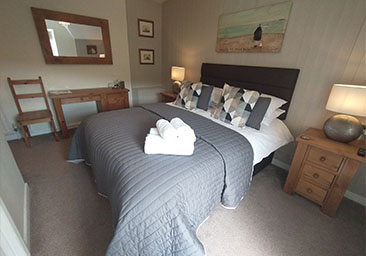 B&B twin guest room in Beddgelert, Snowdonia, Wales