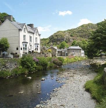 Plas Tan y Graig Guest House with bed and breakfast in Beddgelert, Snowdonia, North Wales